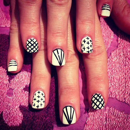 Black And White Diamond Design Short Nail Art