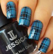 beautiful gingham style nail