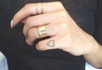 50+ Beautiful Girly Finger Tattoos