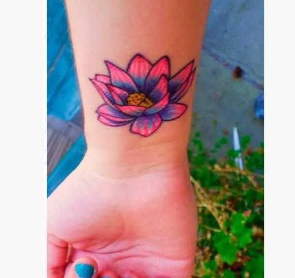 20 Female Flower Wrist Tattoos Ideas And Designs