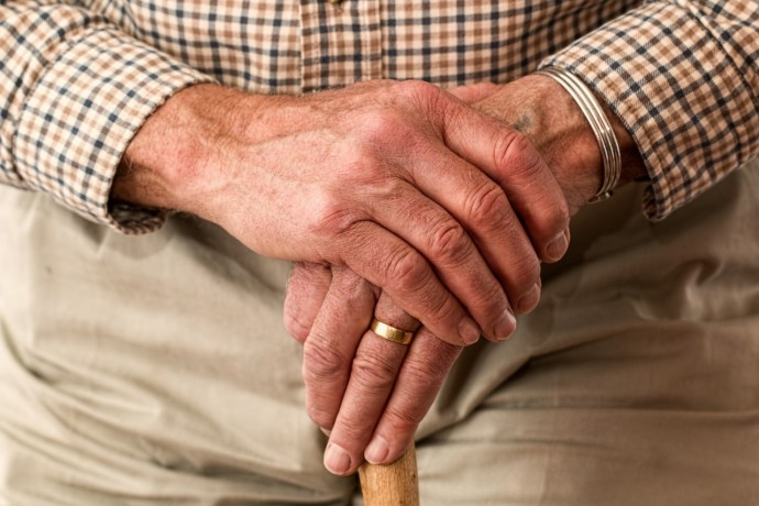 parkinson-askmile-hands-walking-stick-elderly-old-person