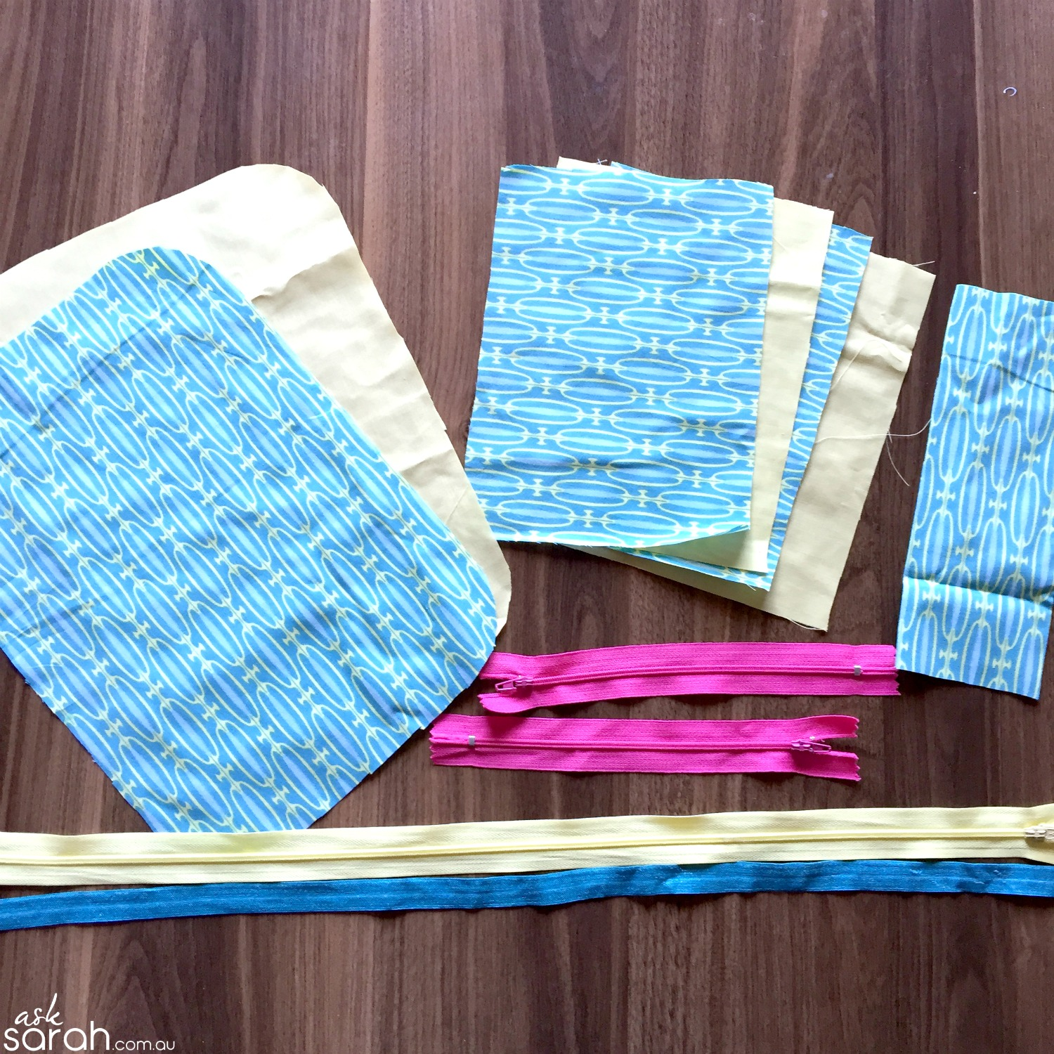 Sew: Mini Emergency Kit {Flat Opening Zipper Pouch Tutorial}