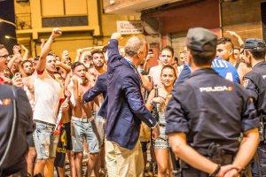 Vadim Vasilyev avec les supporters à Villarreal