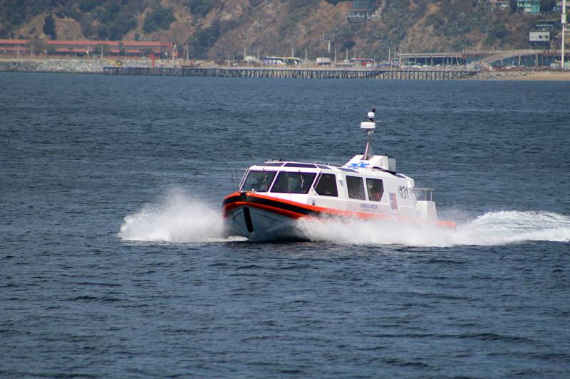 Ambulancha navegando