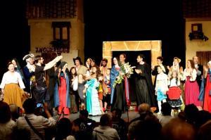 El elenco de 'Alfonso. El Musical' con su director, Damán Mª Montes CSsR (Foto: Damián Mª, Facebook)