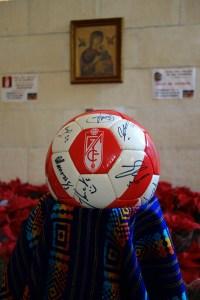 Balón firmado donado por el Granada CF