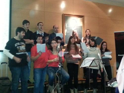 El coro. (Foto: Justi Sánchez)