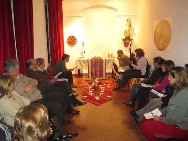 Momento de oración en el retiro de AS Granada