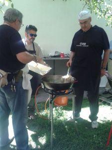 Preparando la comida en la Fiesta Solidaria de Granada