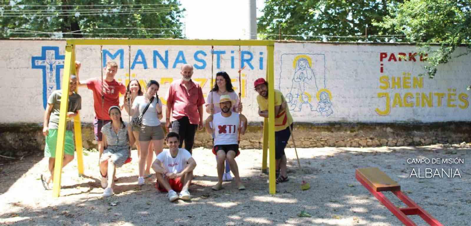 Albania texto blanco