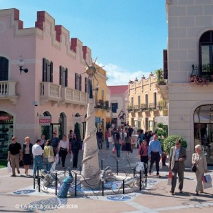 Shopping at La Roca Village Luxury Outlets