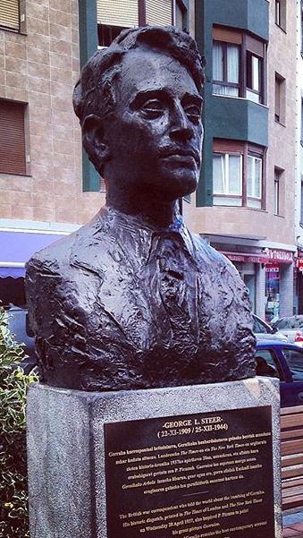 Bombardamento di Guernica -Busto George L. Steer - foto lefffffty - aspassoperlaspagna.it