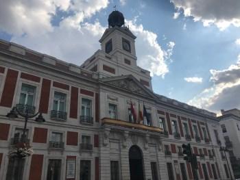Puerta del Sol Madrid - Real casa de Correos - aspassoperlaspagna.it