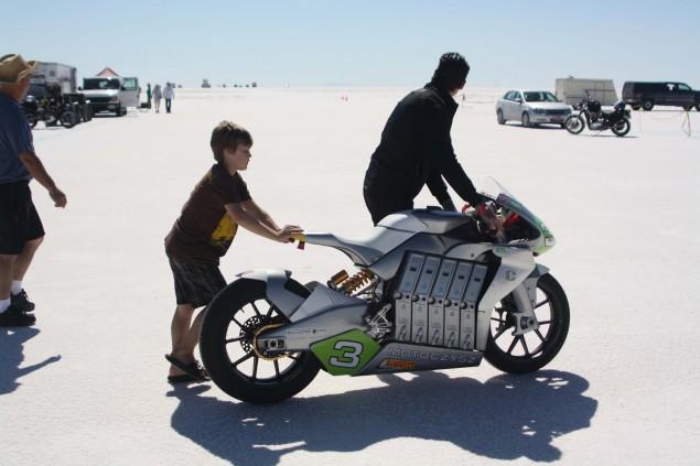 2010-MotoCzysz-E1pc-Bonneville-Salt-Flats-LSR-11