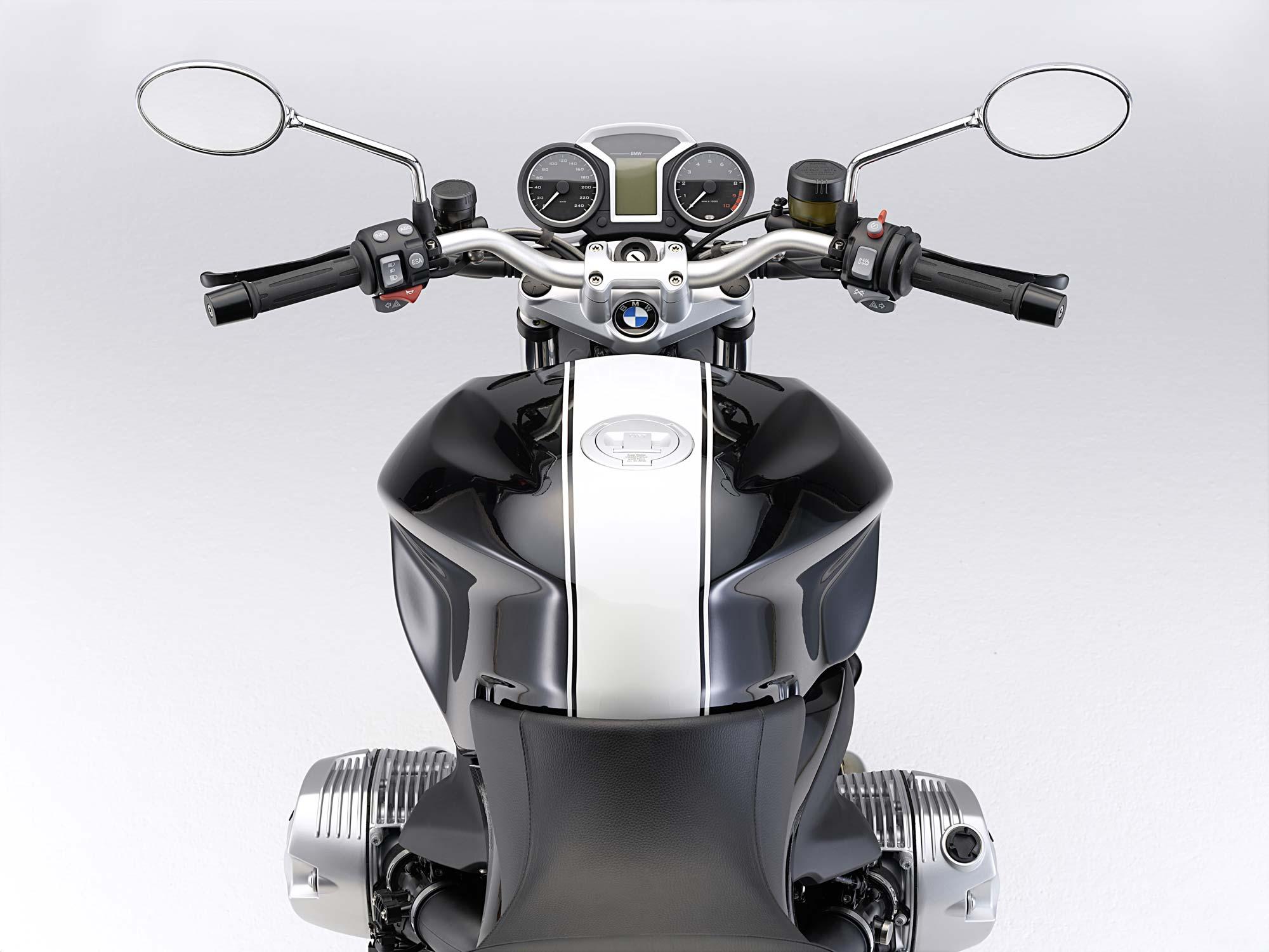 The 2011 BMW R1200R Gets the DOHC Treatment - Asphalt & Rubber