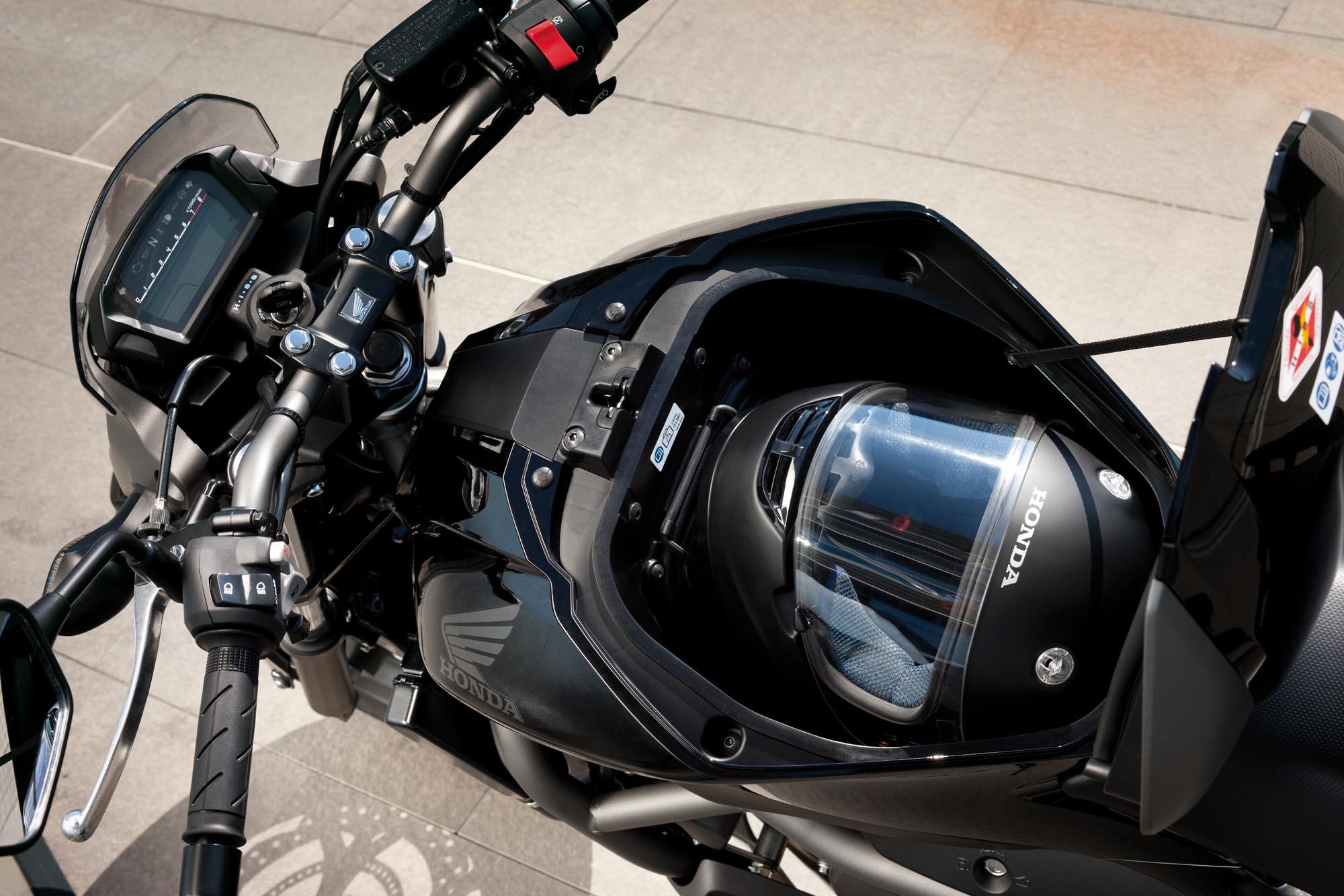 2012 Honda NC700S - The Return of the Standard - Asphalt & Rubber