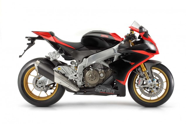 Photos: The 2013 Aprilia RSV4 R ABS in Matte Black Hi Res 2013 Aprilia RSV Factory ABS 01 635x423