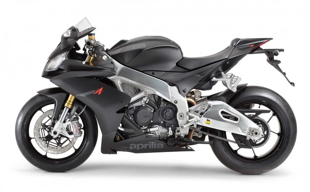 Photos: The 2013 Aprilia RSV4 R ABS in Matte Black Hi Res 2013 Aprilia RSV R ABS 14 635x393