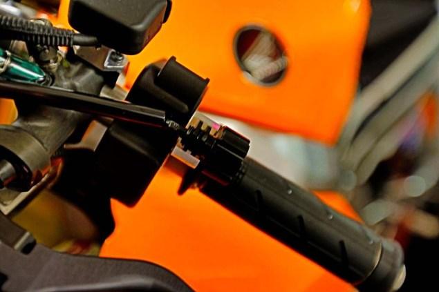 2013-Honda-RC213V-teaser-02