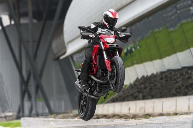 2013-Ducati-Hypermotard-action-photos-34