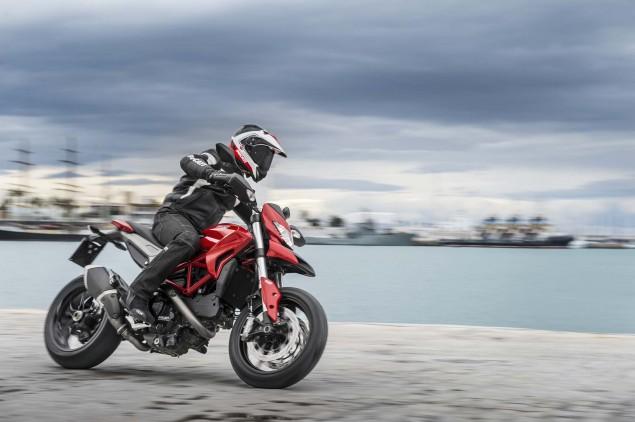 2013-Ducati-Hypermotard-action-photos-36