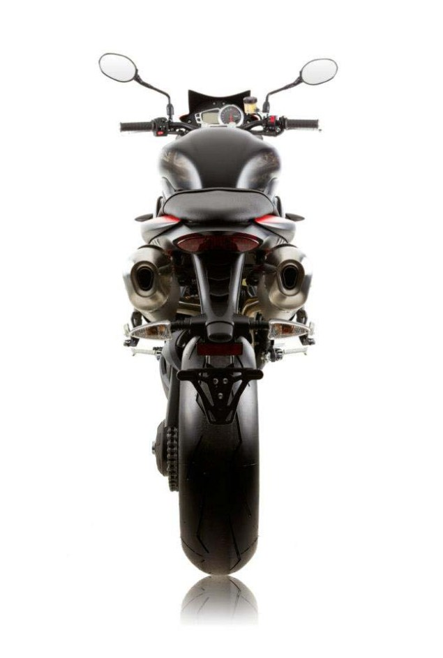 2013-Triumph-Speed-Triple-R-Dark-11