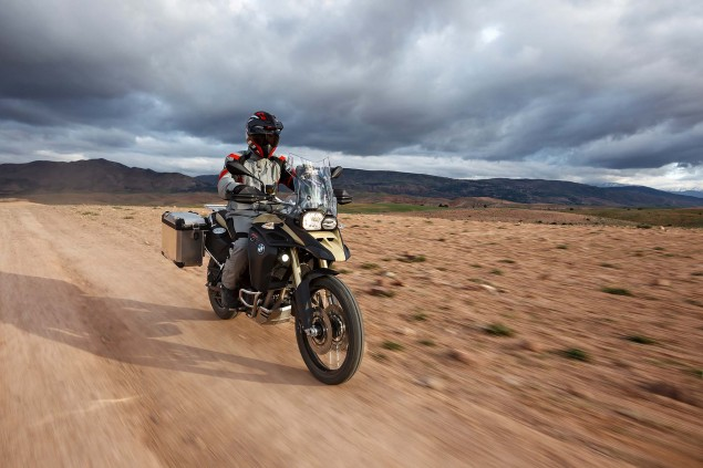 2013-BMW-F800GS-Adventure-outdoor-action-12