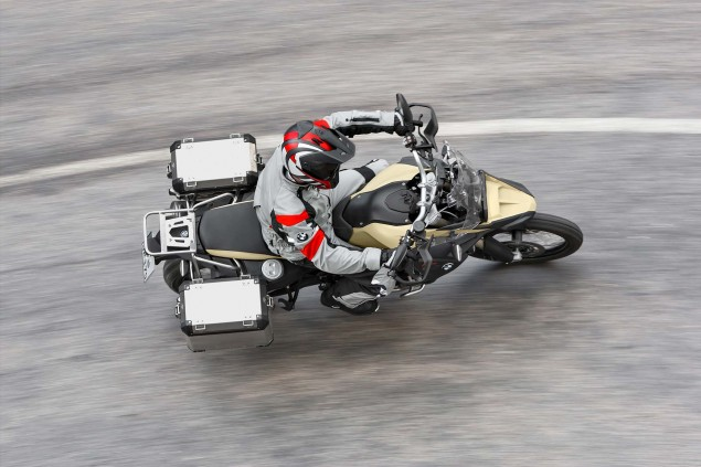 2013-BMW-F800GS-Adventure-outdoor-action-34