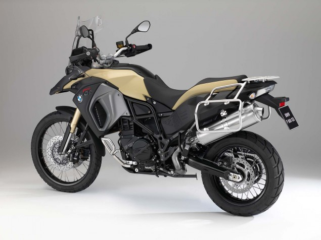 2013-BMW-F800GS-Adventure-studio-still-07