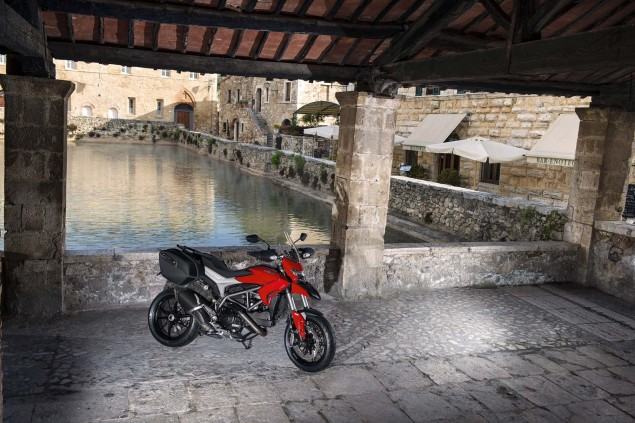 2013-Ducati-Hyperstrada-83