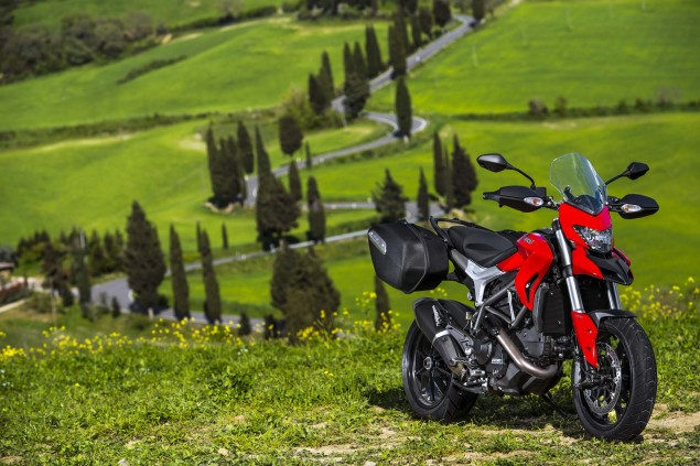 2013-Ducati-Hyperstrada-89
