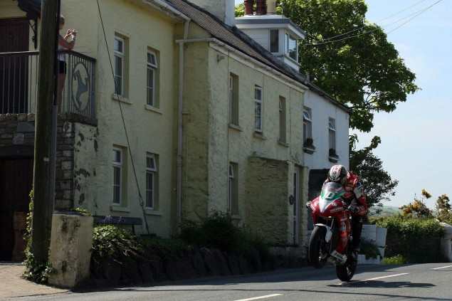 Rhencullen-2013-Isle-of-Man-TT-Richard-Mushet-04