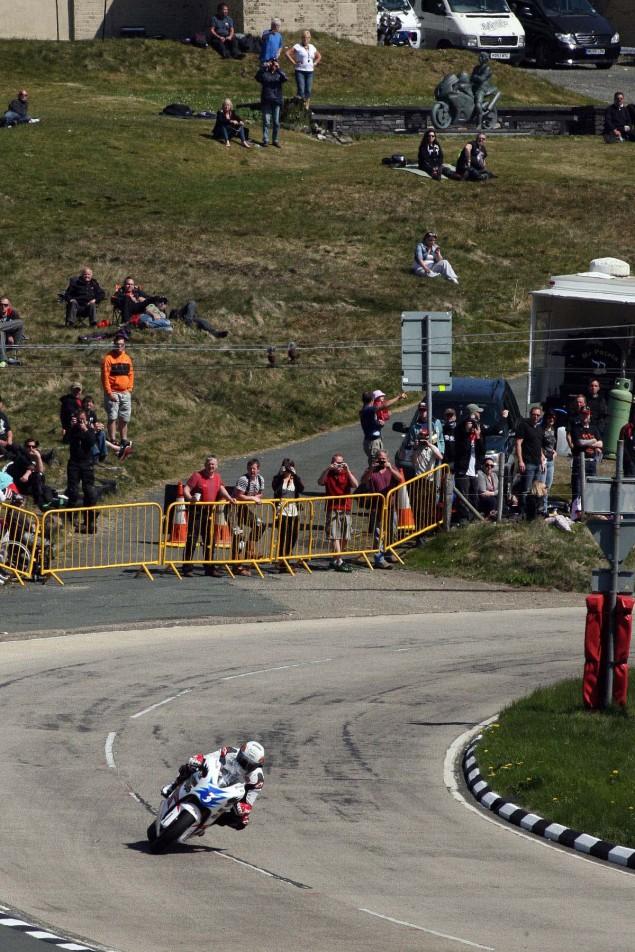 The-Bungalow-Supersport-TT-Zero-2013-Isle-of-Man-TT-Richard-Mushet-01