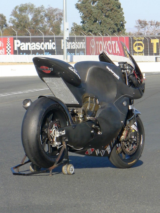 Taylormade-Carbon2-moto2-race-bike-02