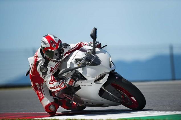 2014-Ducati-899-Panigale-track-32