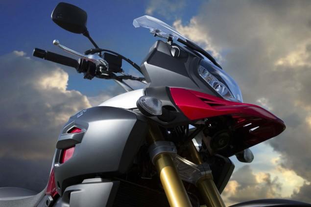 2014-Suzuki-V-Strom-1000-action-05