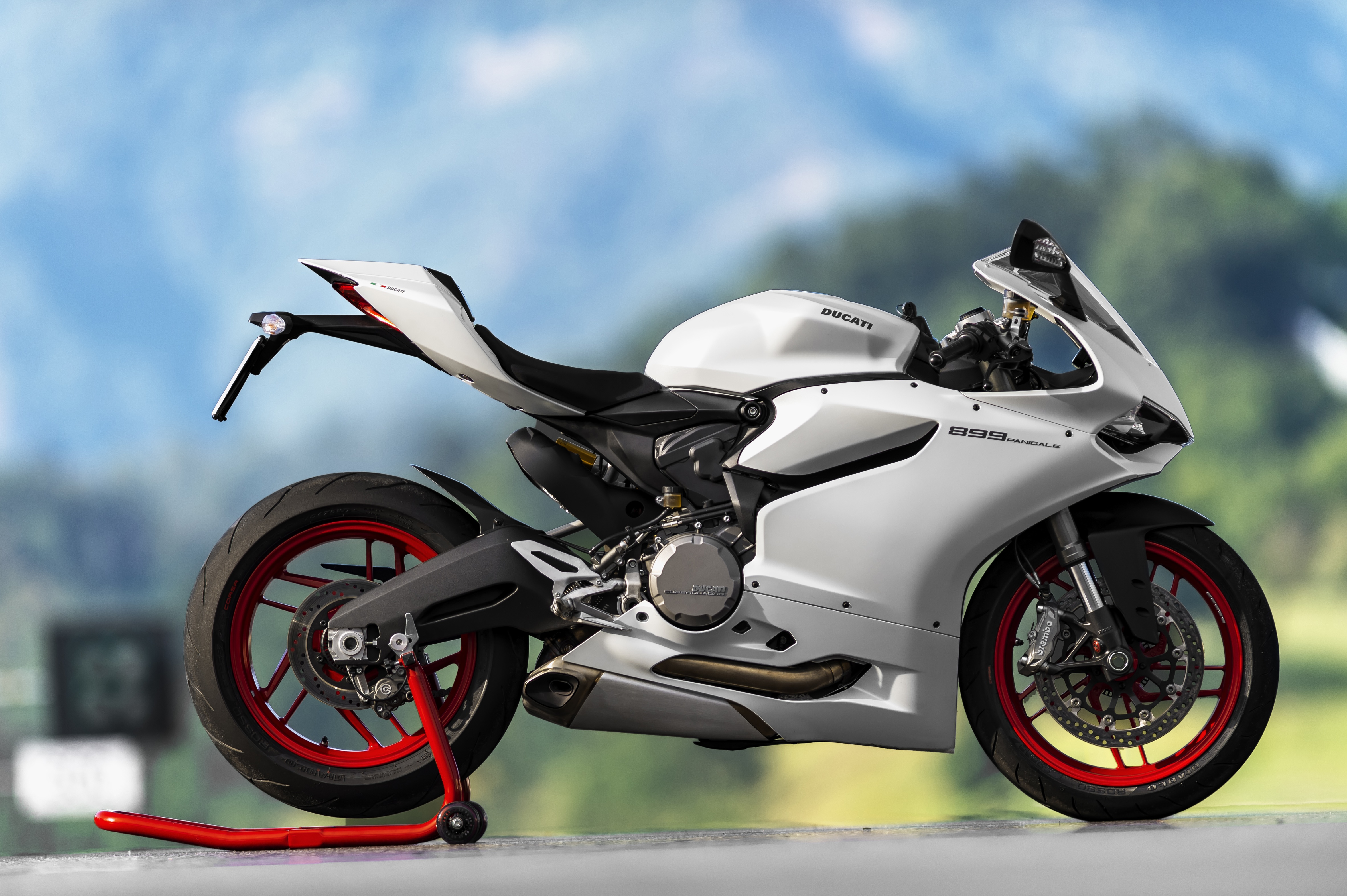 video ducati 899 panigale your road to the track asphalt rubber. Black Bedroom Furniture Sets. Home Design Ideas