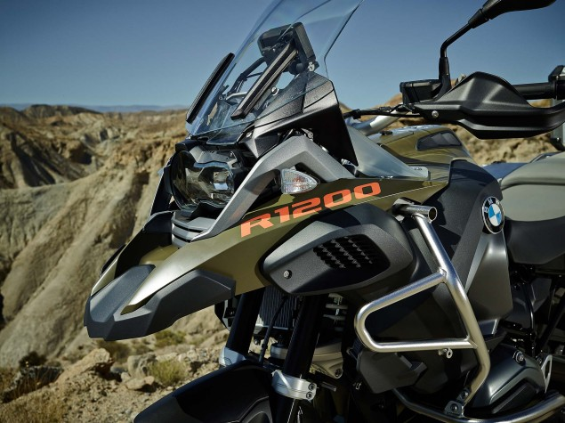 2014-BMW-R1200GS-Adventure-outdoors-08