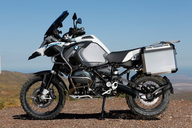 2014-BMW-R1200GS-Adventure-outdoors-16