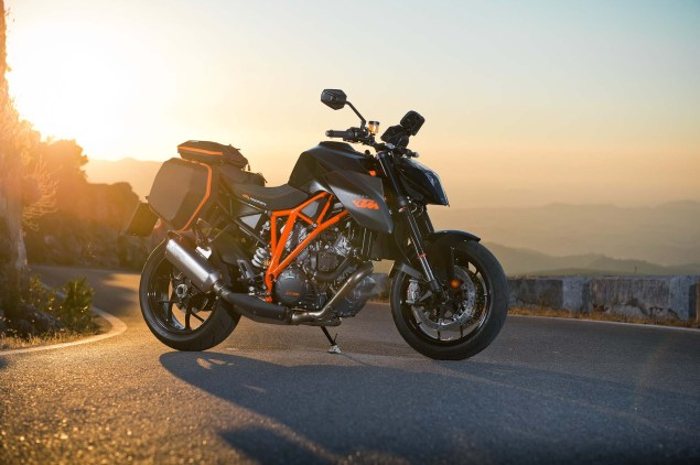 2014-KTM-1290-Super-Duke-R-01
