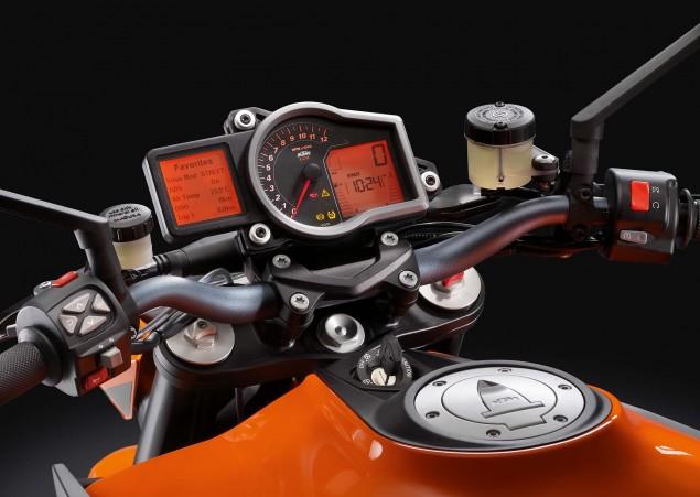 2014-KTM-1290-Super-Duke-R-15