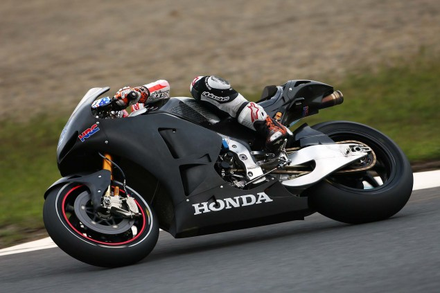 Casey-Stoner-HRC-test-2014-Honda-RCV1000R-RC213V-06