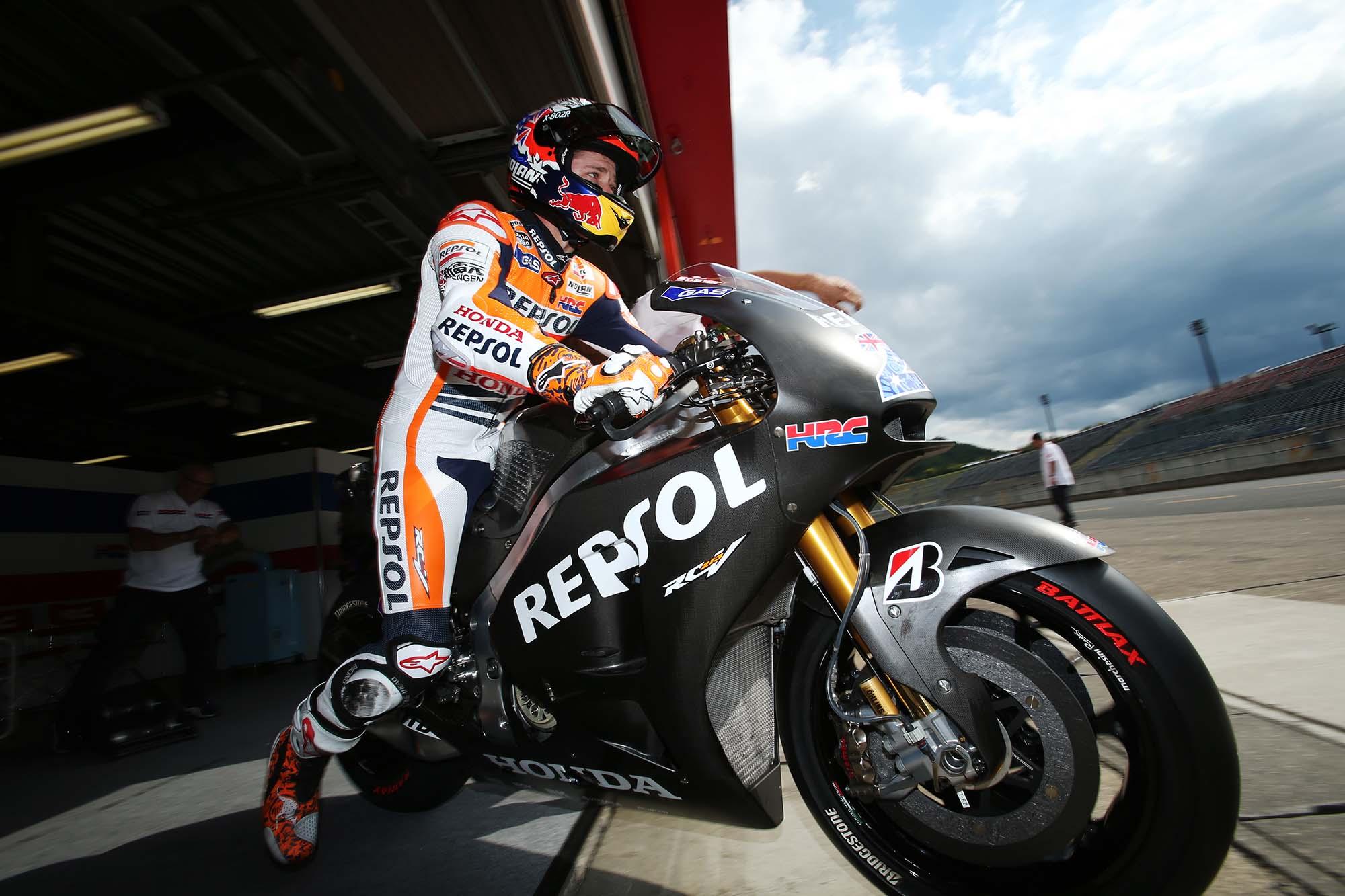 Casey Stoner Tests the Honda RCV1000R Production Racer - Asphalt ...