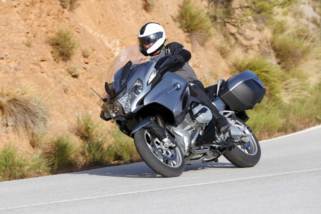 2014-BMW-R1200RT-action-03
