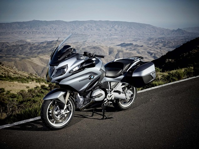 2014-BMW-R1200RT-action-43