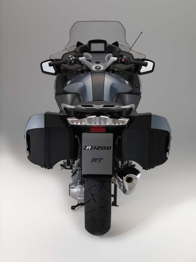 2014-BMW-R1200RT-studio-32