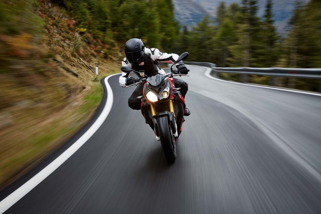 2014-BMW-S1000R-action-58