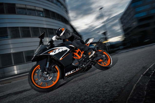 2014-KTM-RC125-action09