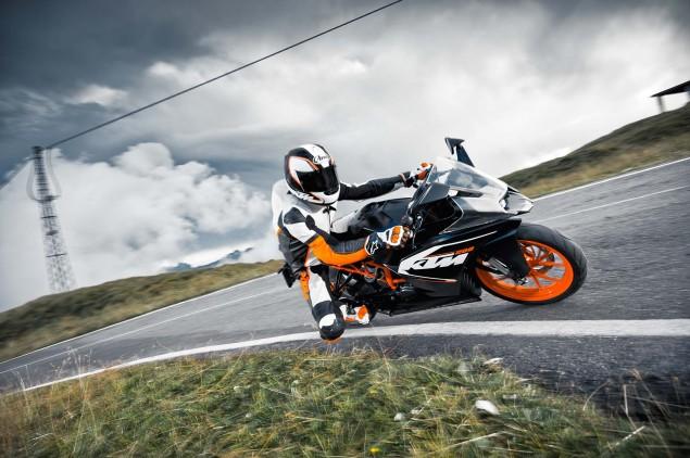 2014-KTM-RC200-action-16