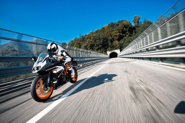 2014-KTM-RC200-action-18